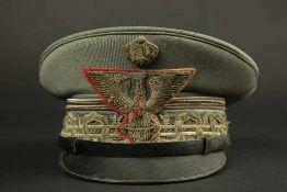 Casquette de général de division italien en tenue de serviceEn drap grigio verde, comportant les