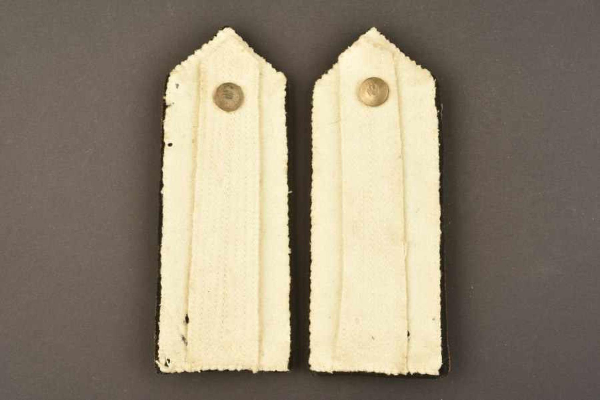 Epaulettes d'officier supérieur de la MVSNEn tissu soyeux noir, faisceau brodé de fils d'or rapporté - Bild 3 aus 3