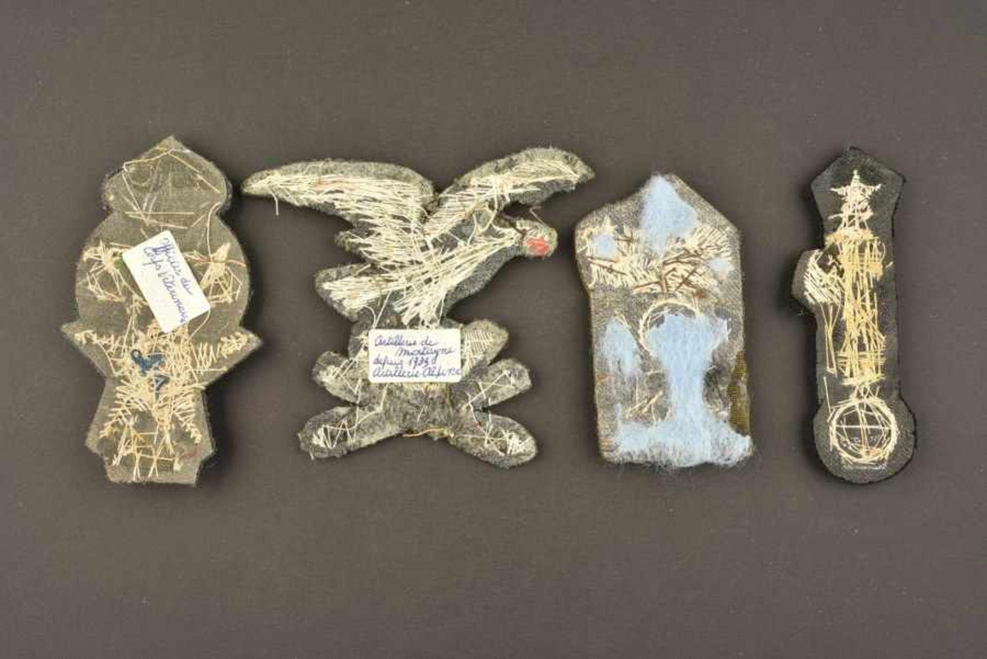 Ensemble de 4 insignes de coiffures d'officiers de l'armée royale italienneen fils d'or brodés - Bild 2 aus 2