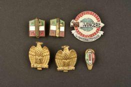 Insignes de mouvements fascisteComprenant deux insignes métalliques émaillés de revers du parti