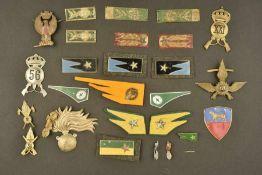 Insignes de l'armée italienneComprenant deux paires de coins de col de l'armée de terre. Une