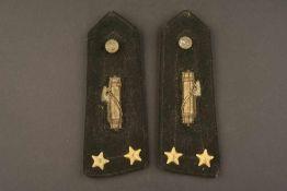 Epaulettes de Capo Manipolo de la MVSNCorrespondant au grade de Lieutenant. En tissu soyeux noir,