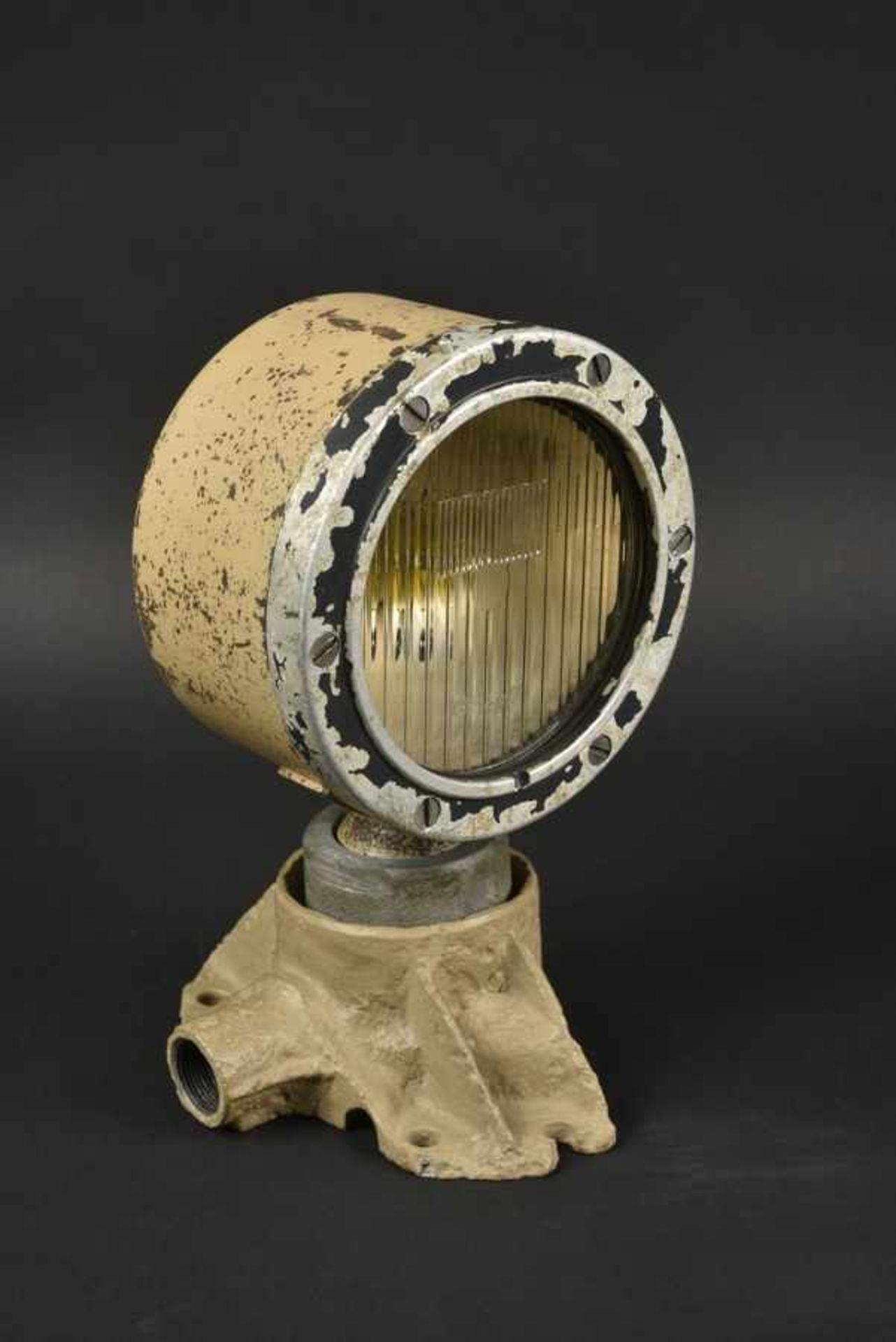 Los 50 - Phare de blindé allemand. German armored headlight Pied en aluminium moulé,de fouille, rapporté et
