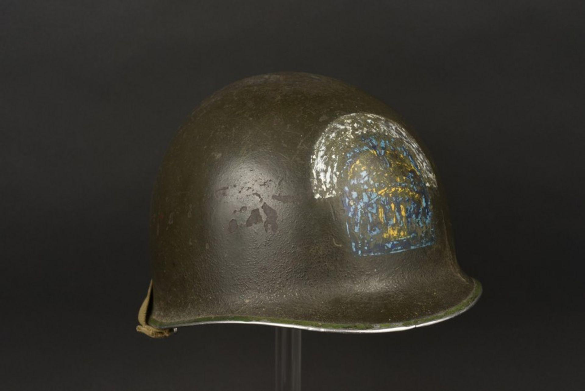 Coque de casque ESB. ESB helmet shellCoque de casque USM1, fermeture du jonc à l'avant, numéro de