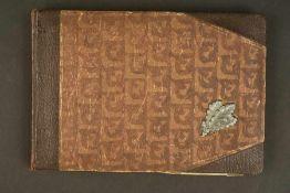 Album photo des troupes de montagneCouverture en carton, disposant de feuilles de chêne montés d'