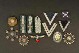 Ensemble d'accessoires d'uniforme de la HeerComprenant quatre bobines de fils à coudre, divers