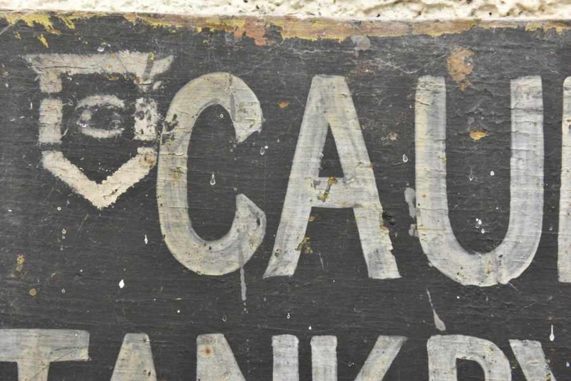 Panneau de la 6th Tank Brigade. Panel of the 6th Tank Brigade. En bois, fond peint en noir, lettrage - Bild 3 aus 4