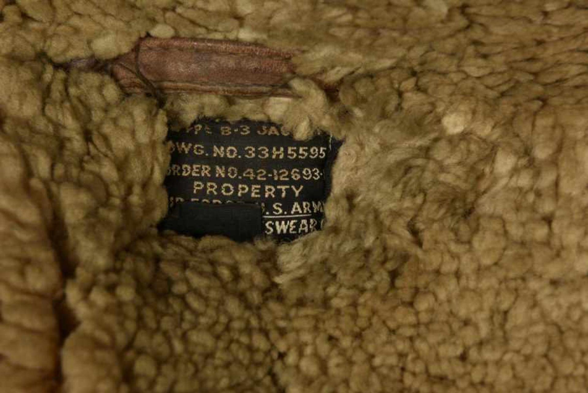 Blouson B3 et mae west provenant d'Ellon. B3 jacket and Mae West from EllonBlouson B3 en cuir - Bild 3 aus 4