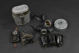 Equipement de la HeerComprenant une paire d'écouteurs radio, complet avec câble et prise.