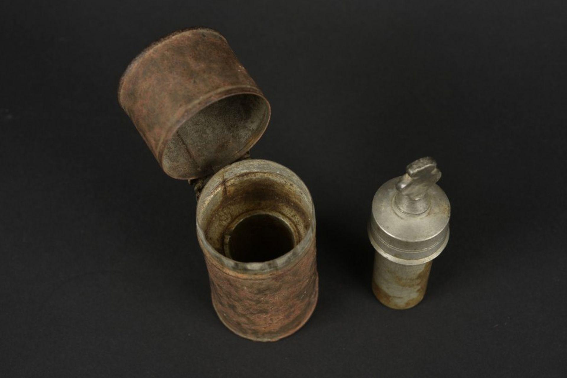 Ampoule destiné à recevoir le Saint Chrême Vial destined to receive Holy Anointing Oil Boitier en - Bild 2 aus 4