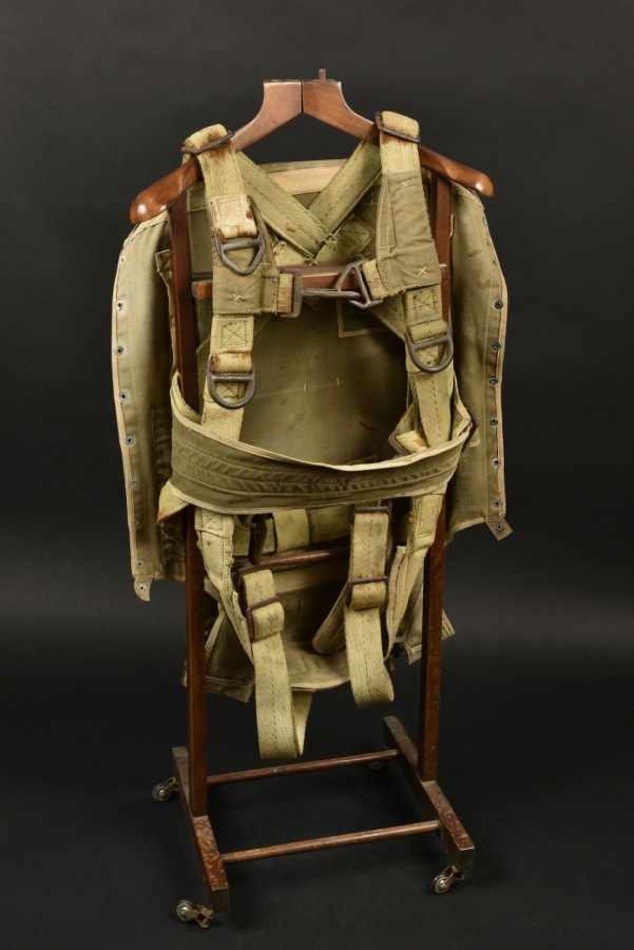 Harnais de parachute T-5 du 502ème PIR de la 101st Airborne T-5 Parachute harness of the 502d PIR of