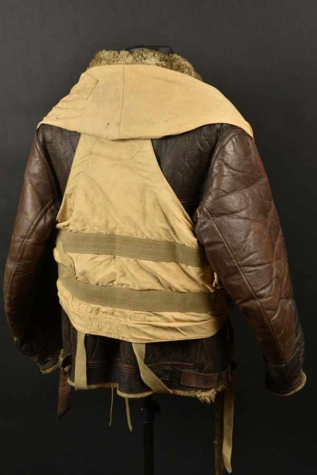 Blouson B3 et mae west provenant d'Ellon. B3 jacket and Mae West from EllonBlouson B3 en cuir - Bild 4 aus 4