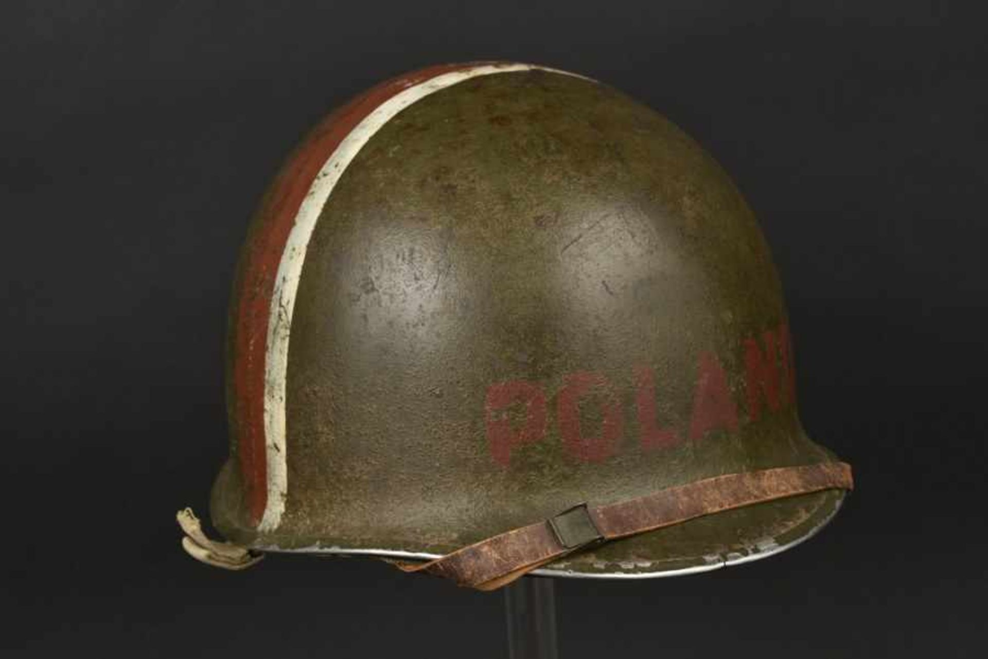 Casque d'un soldat américain d'origine polonaise. Helmet of an American soldier of Polish