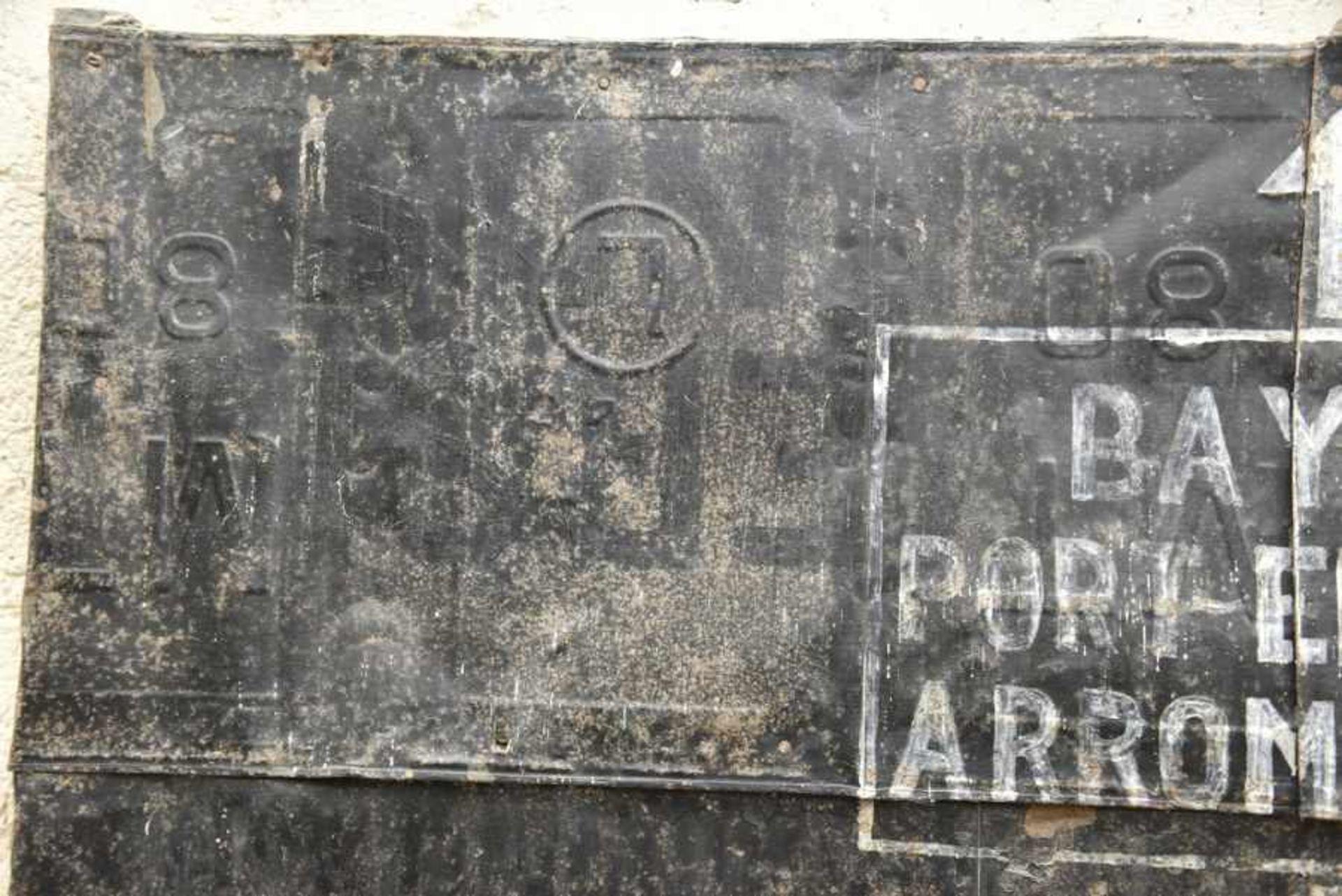 Panneau directionnel de la 50ème DI Britannique. Directional Sign of the British 50th Div En tôle, - Bild 2 aus 4