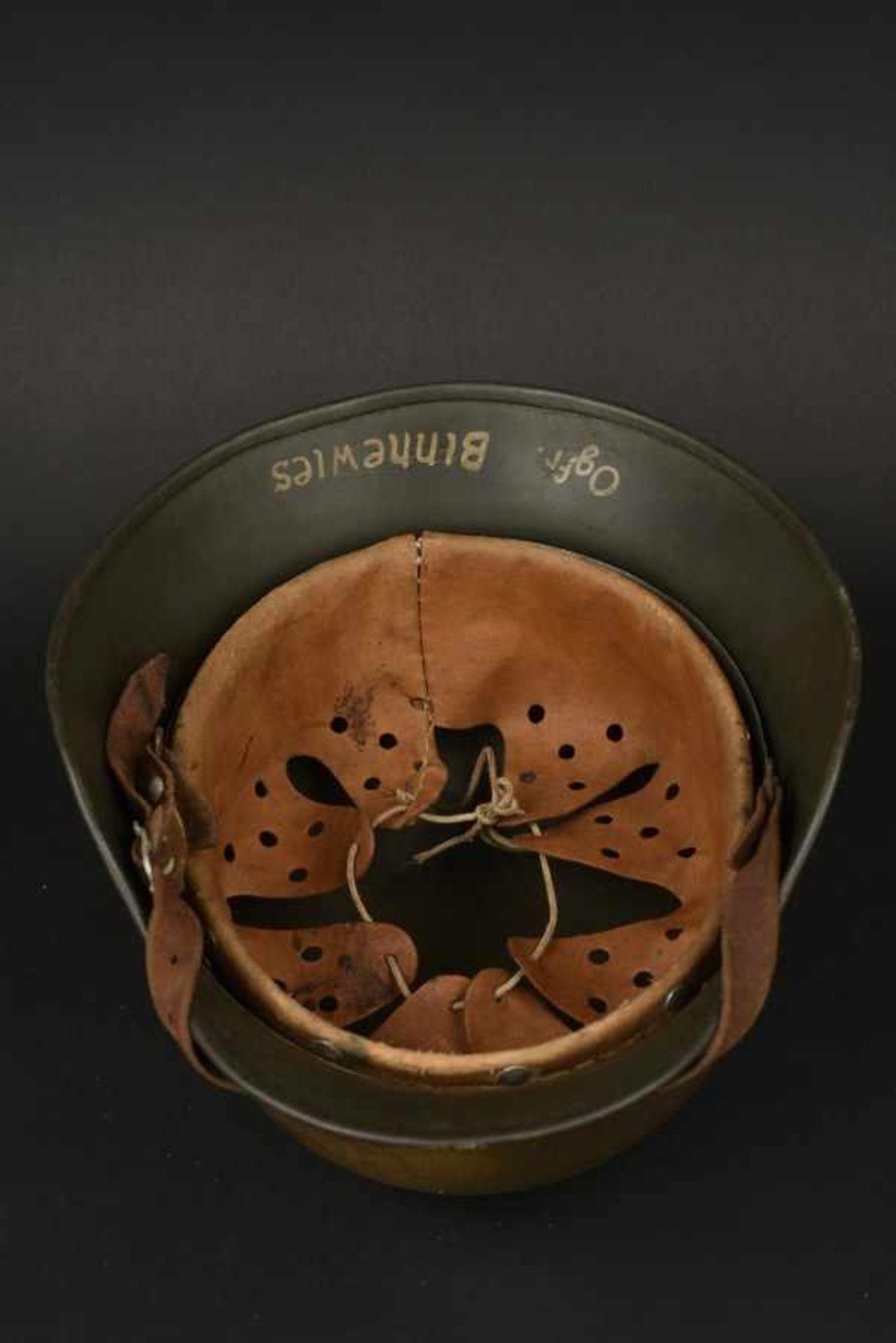 Casque camouflé de l'Obergefreiter Binnewies. Camouflaged helmet belonging to Obergefreiter - Bild 3 aus 4
