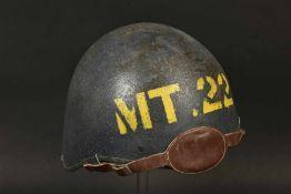 Casque de canonier de l'US Navy. Helmet of a US Naval ArtillerymanCoque en métal, peinture bleu à