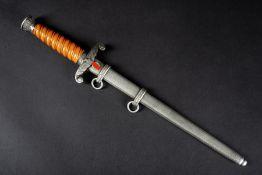 Dague d'officier de la HeerPoigné de couleur orange. Initiales LN au dos de la garde. Les