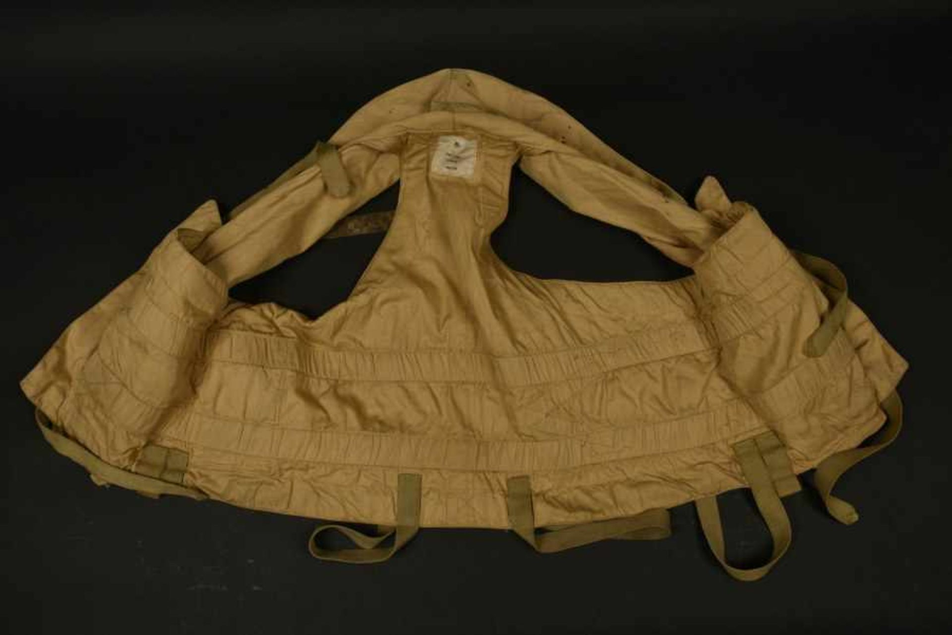 Blouson B3 et mae west provenant d'Ellon. B3 jacket and Mae West from EllonBlouson B3 en cuir - Bild 2 aus 4