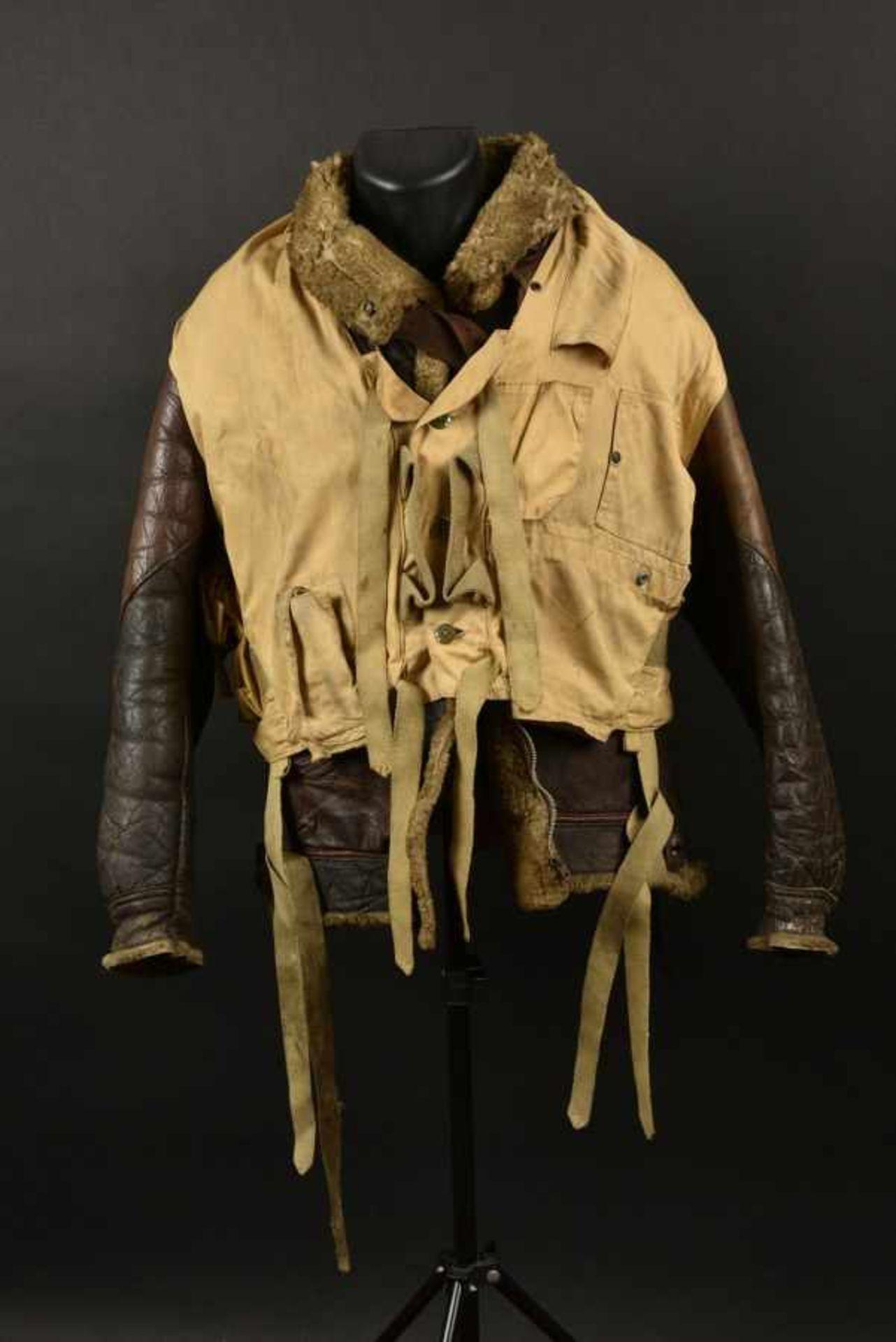 Blouson B3 et mae west provenant d'Ellon. B3 jacket and Mae West from EllonBlouson B3 en cuir