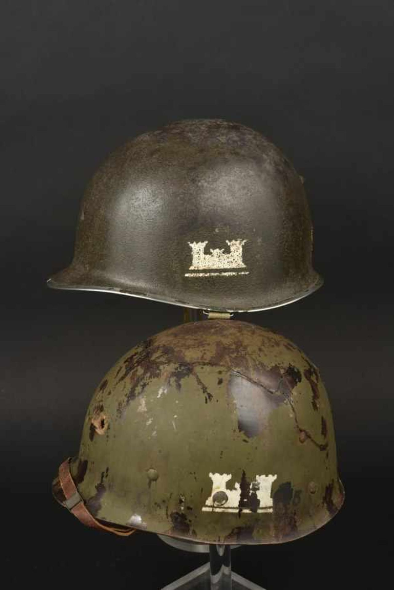Casque avec impact de l'Engineers Archie K Snow du 105th Combat Engineers Battalion. Helmet