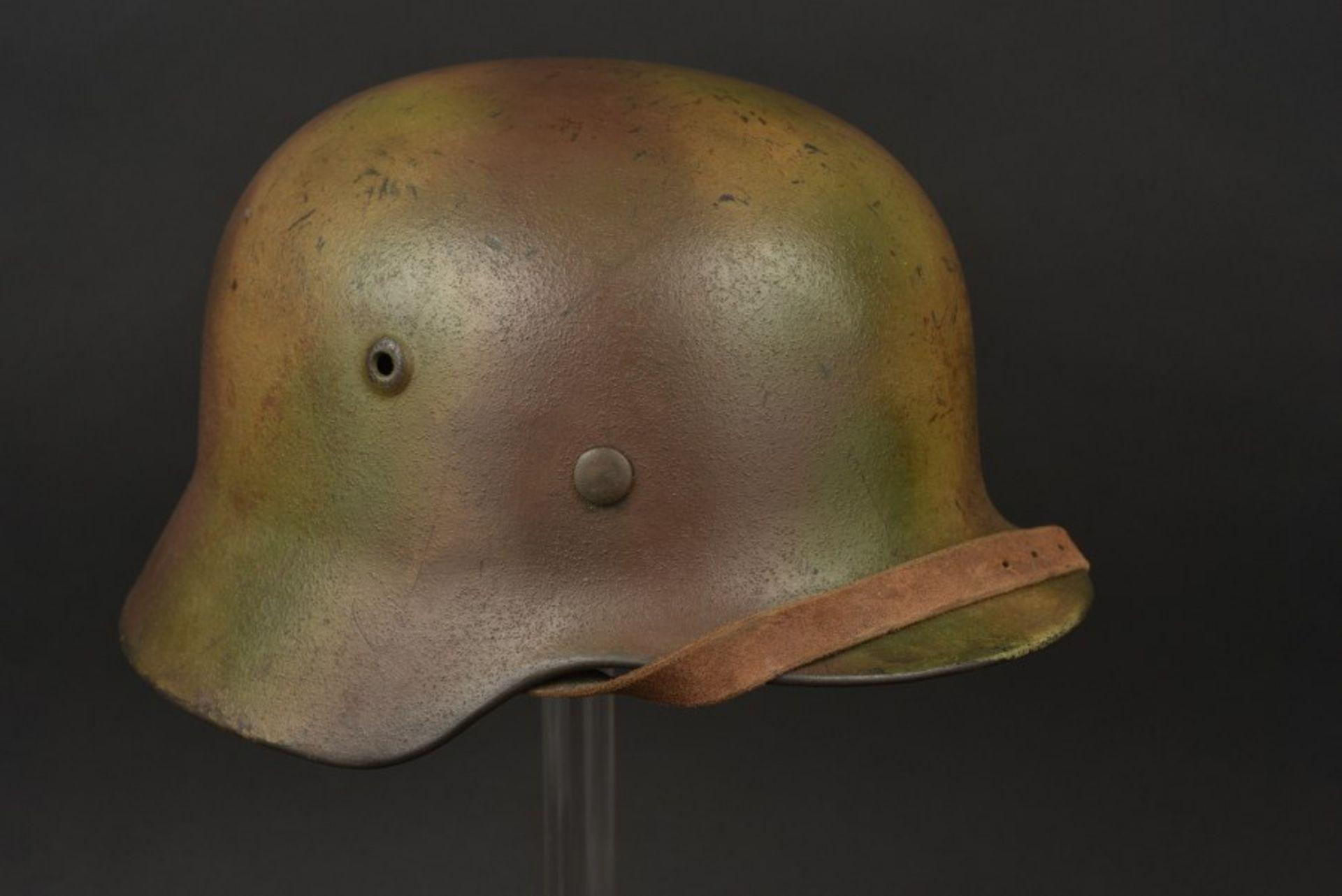 Casque camouflé de l'Obergefreiter Binnewies. Camouflaged helmet belonging to Obergefreiter