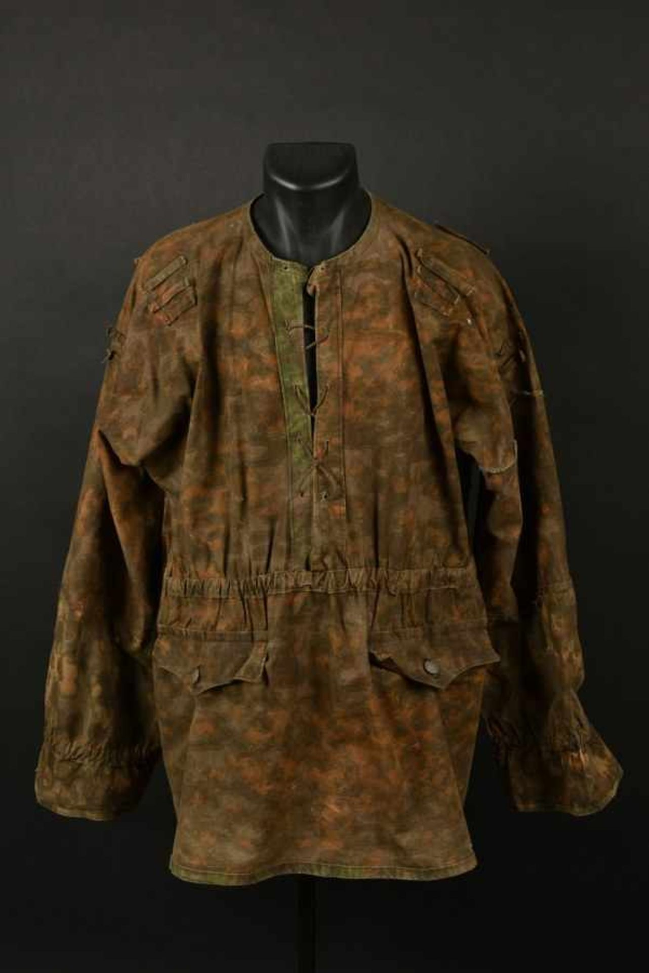 Los 29 - Tarnjacke de la Waffen SS. Tarnjacke of the Waffen SSCamouflage réversible type Blue Edge,