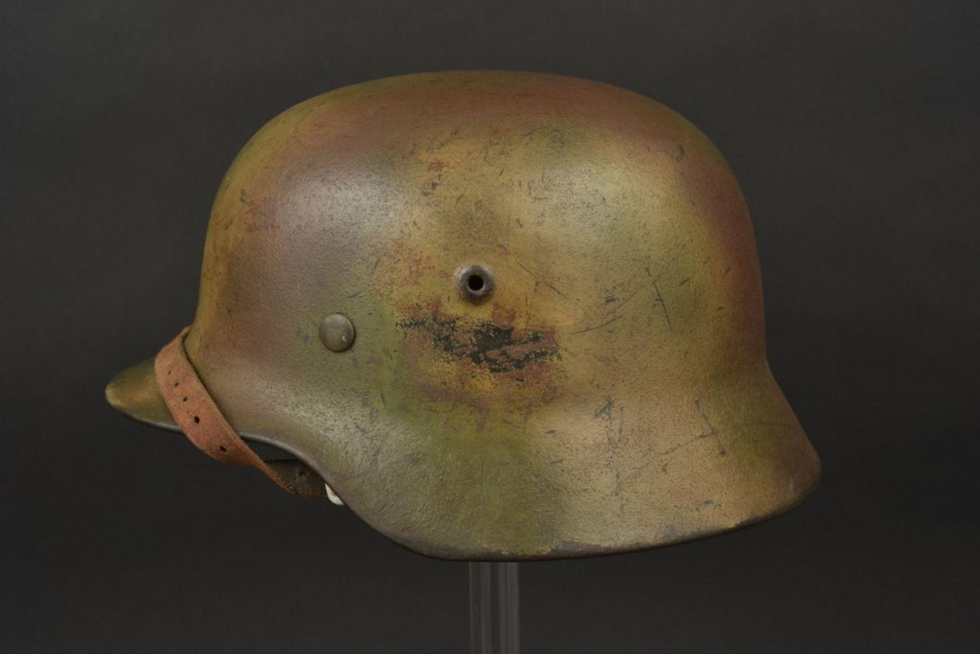 Casque camouflé de l'Obergefreiter Binnewies. Camouflaged helmet belonging to Obergefreiter - Bild 2 aus 4
