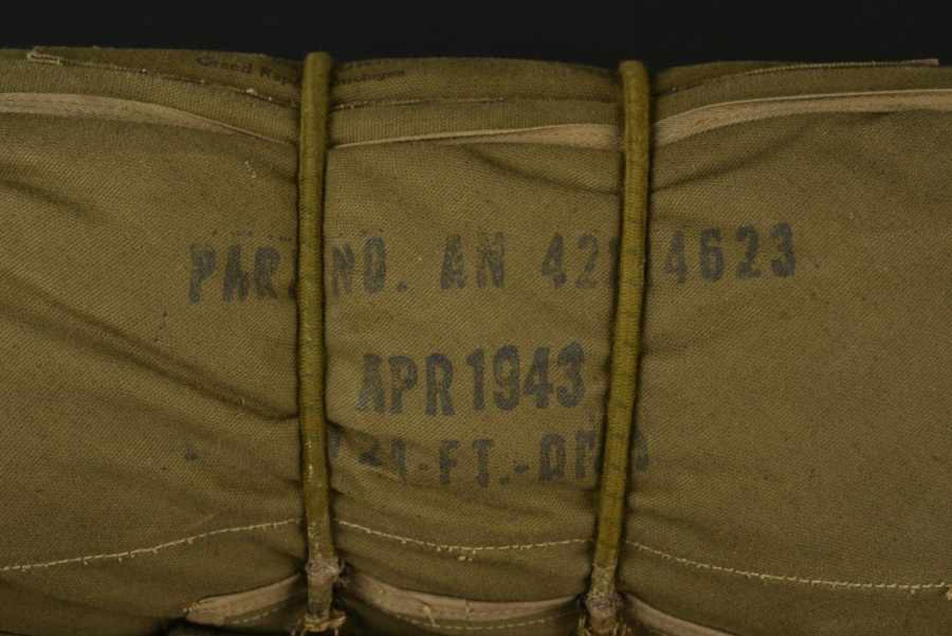 Parachute ventral du 377th Régiment de la 101ème Airborne. Front-mounted parachute of the 377th - Bild 4 aus 4