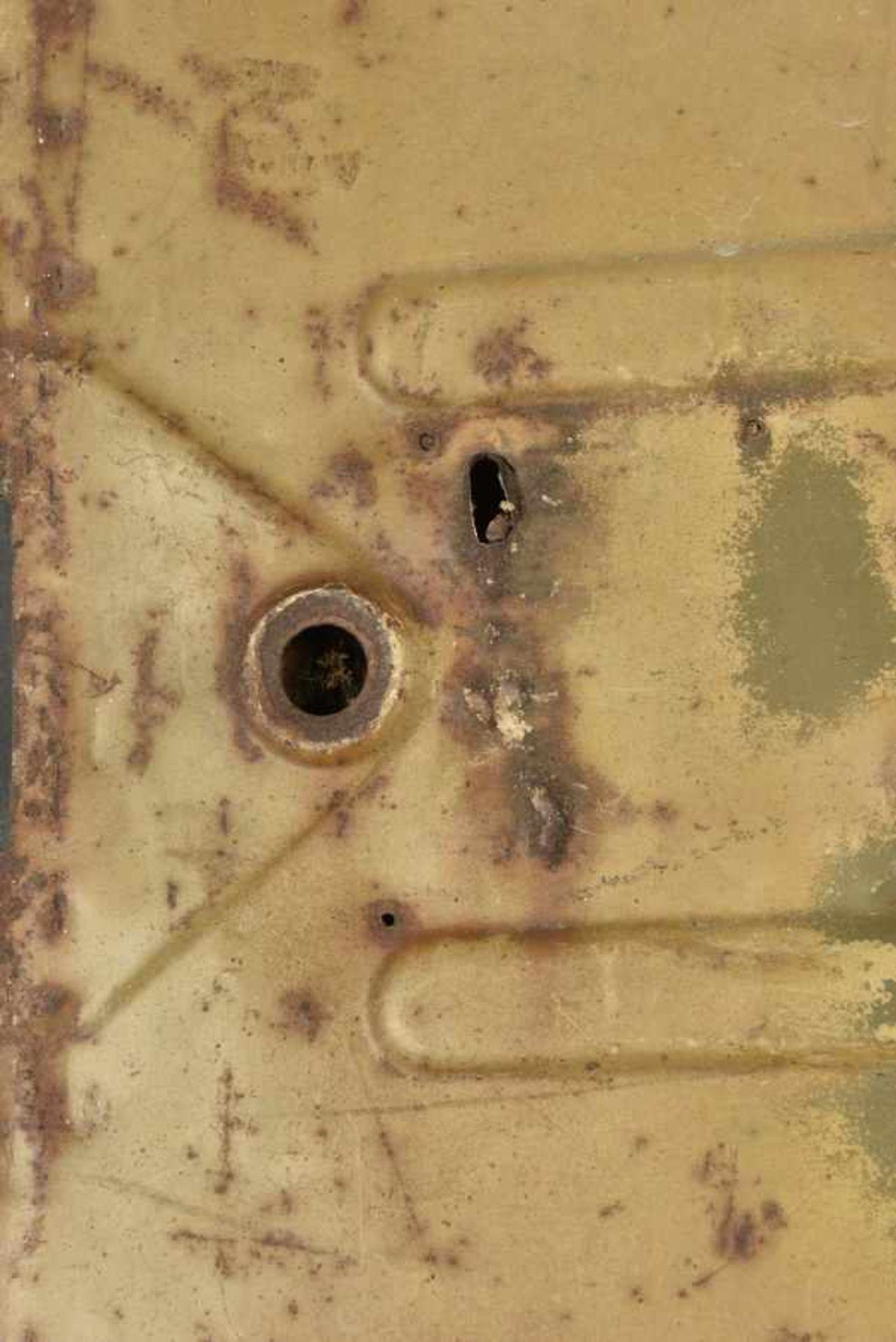 Portière de Kubelwagen camouflé avec des impacts, provenant de Bayeux. Camouflaged Kubelwagen door - Bild 2 aus 4