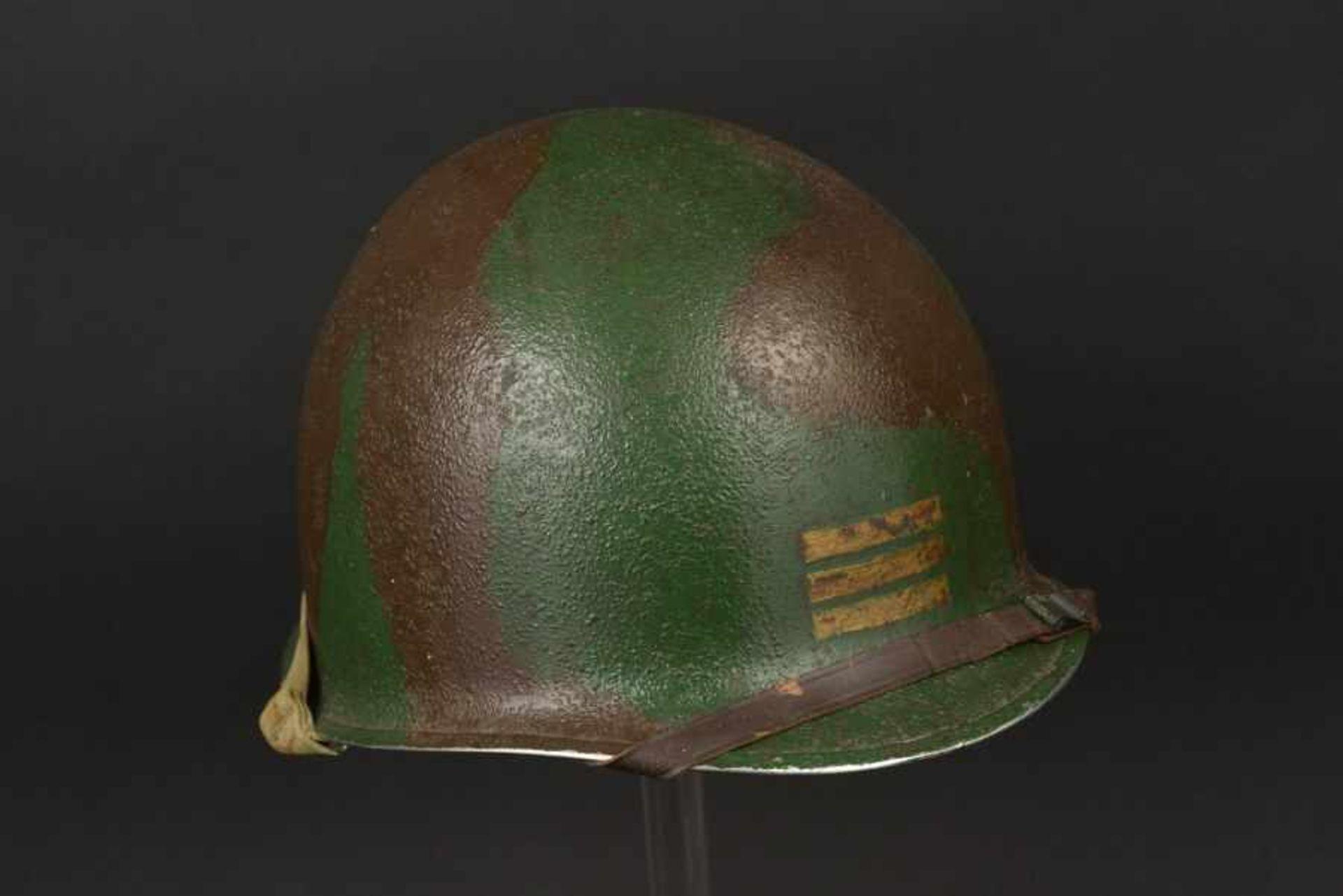 Los 22 - Casque camouflé d'un capitaine de la 2ème DB française. Camouflaged helmet of a Captain of the 2nd