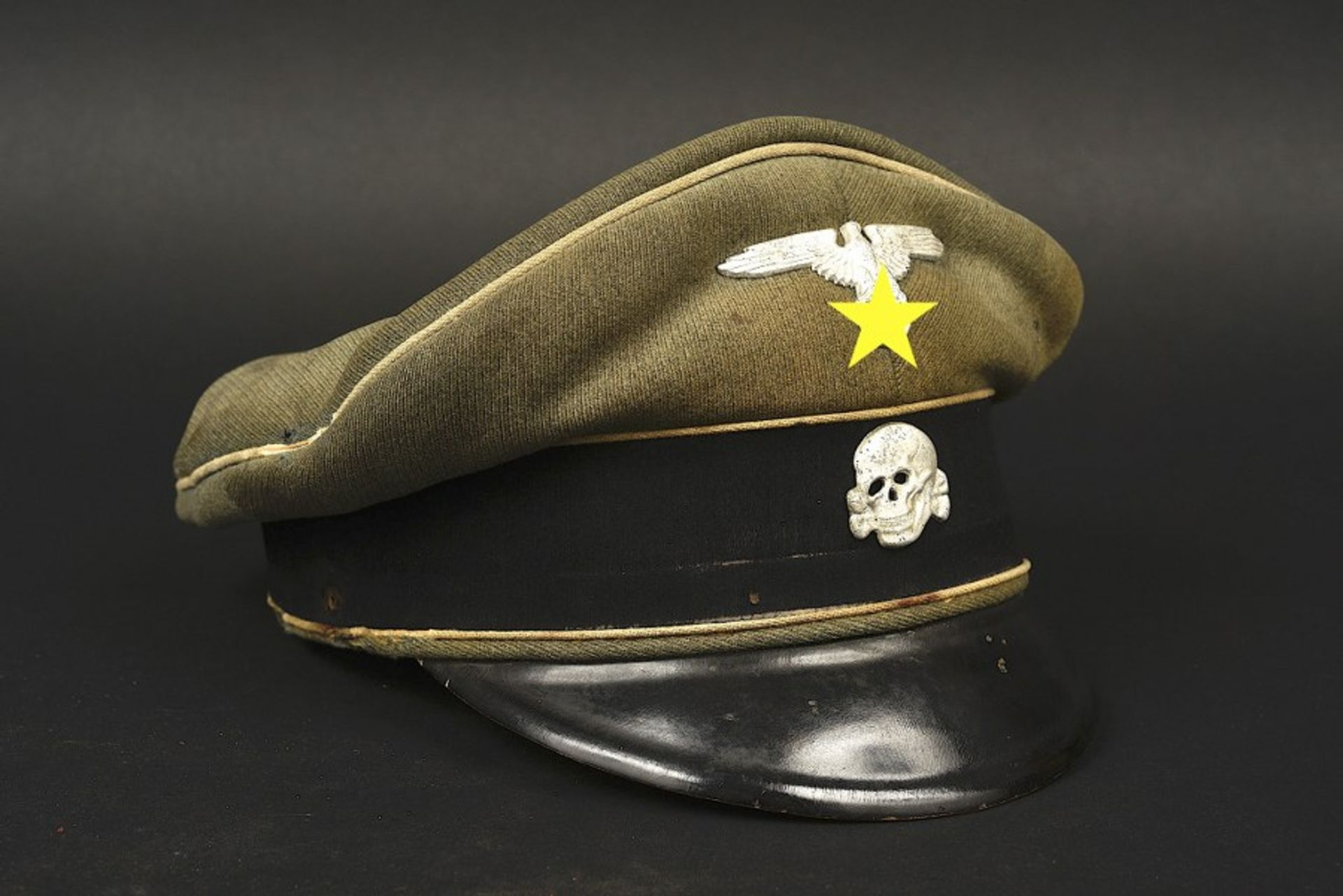 Casquette SS d'Armin Both. SS Cap belonging to Armin Both En gabardine Feldgrau, bandeau en