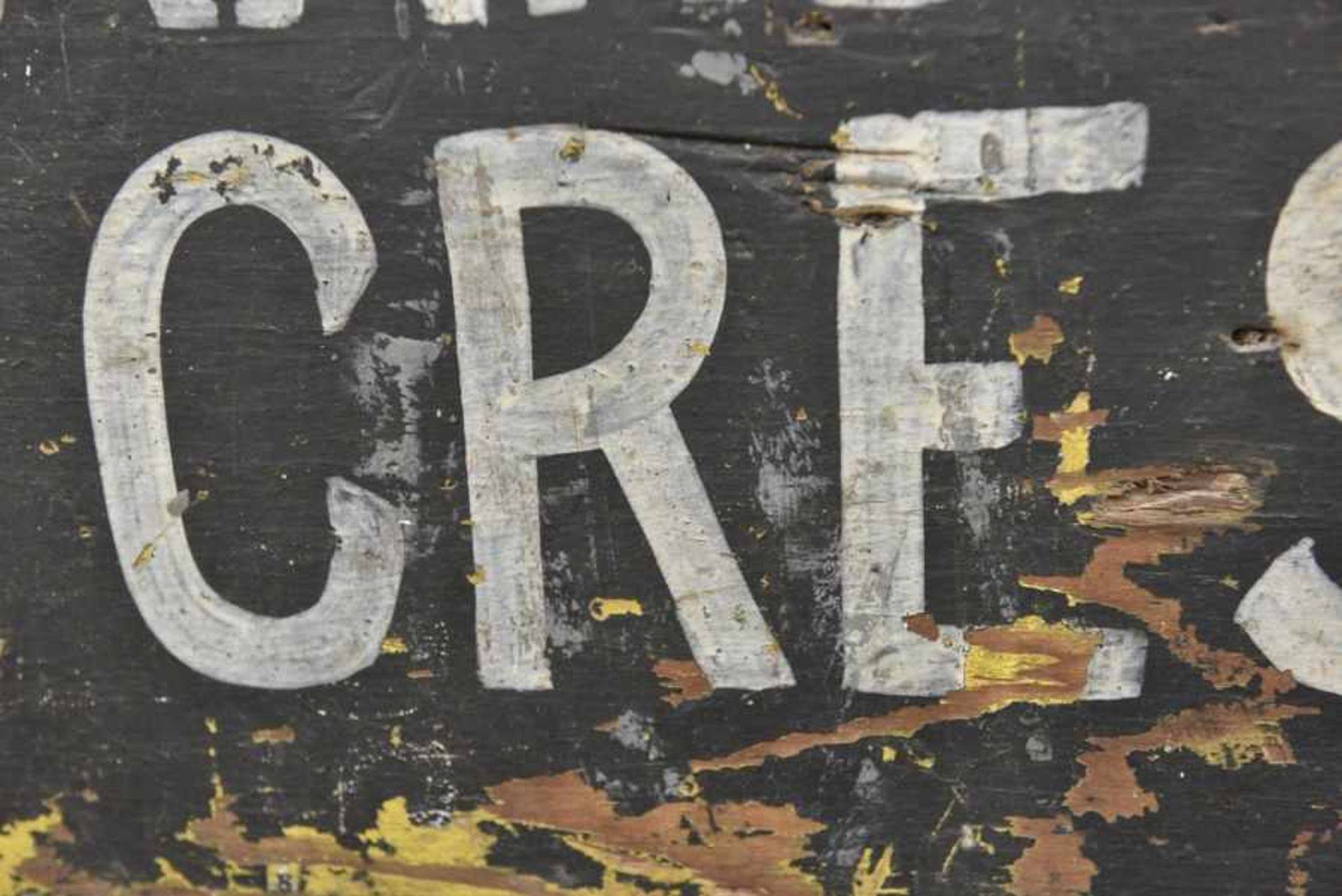 Panneau de la 6th Tank Brigade. Panel of the 6th Tank Brigade. En bois, fond peint en noir, lettrage - Bild 2 aus 4