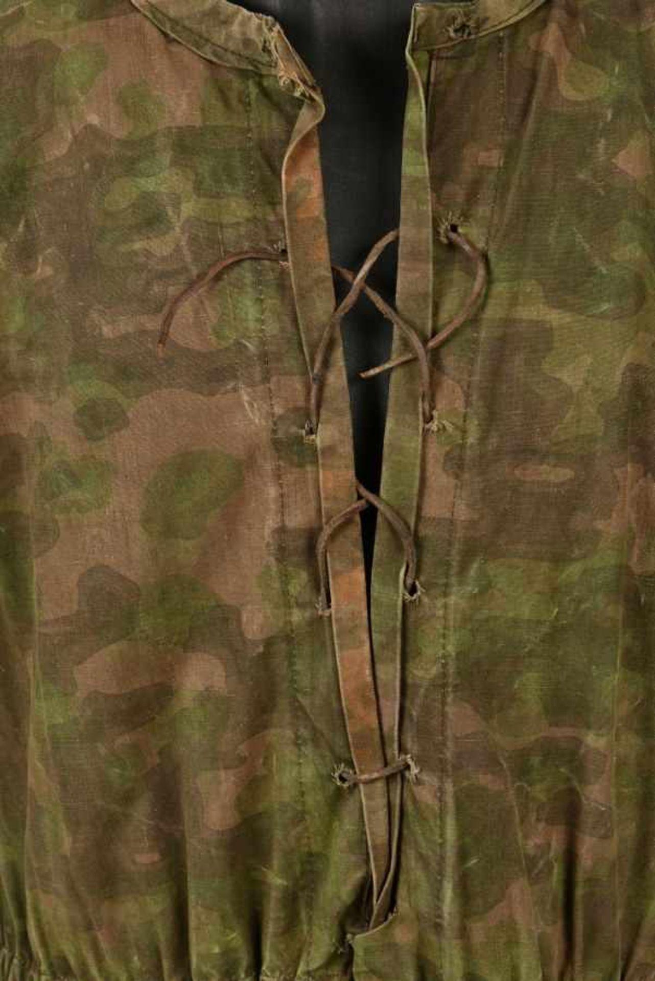 Tarnjacke de la Waffen SS. Tarnjacke of the Waffen SSCamouflage réversible type Blue Edge, - Bild 4 aus 4