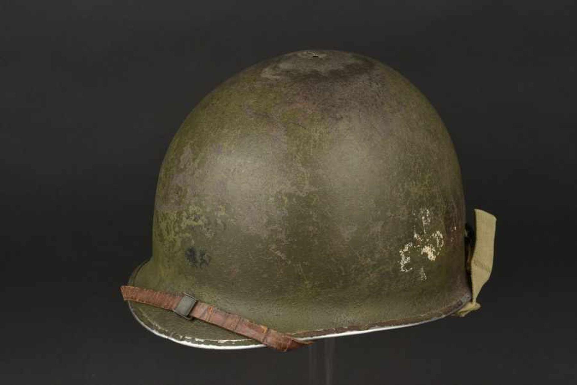 Casque de parachustiste du 1st batallion du 327th GIR de la 101st Airborne. Paratrooper's helmet