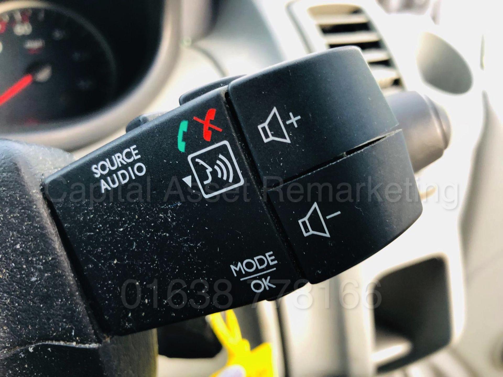 Lot 23 - RENAULT TRAFIC SL27 *SPORT* (2013 MODEL) '2.0 DCI - 115 BHP - 6 SPEED' *AIR CON - SAT NAV* (NO VAT)