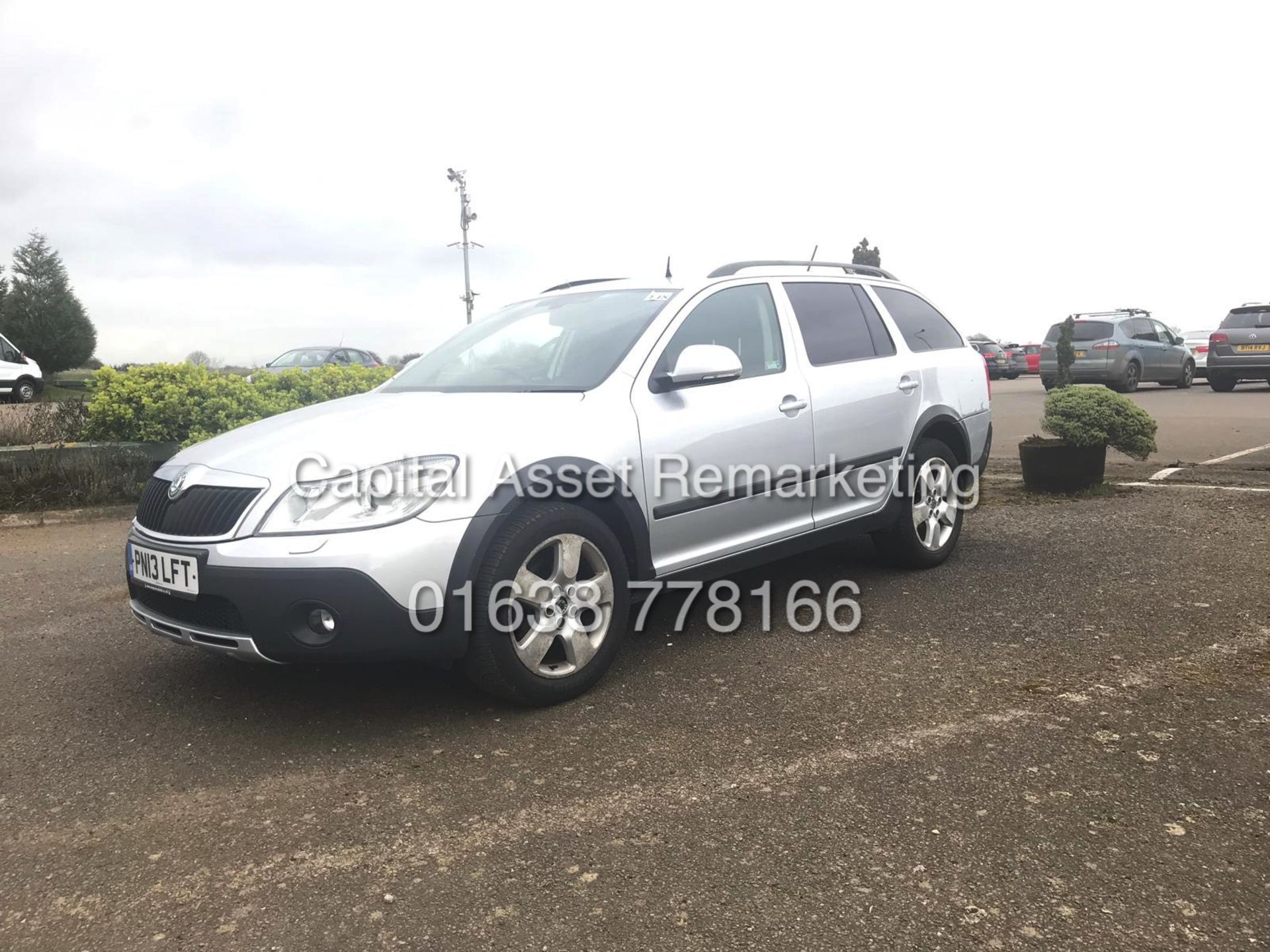 Lot 32 - ON SALE SKODA OCTAVIA SCOUT 2.0TDI CR (13 REG) 4X4 - CLIMATE - AIR CON - ELEC PACK