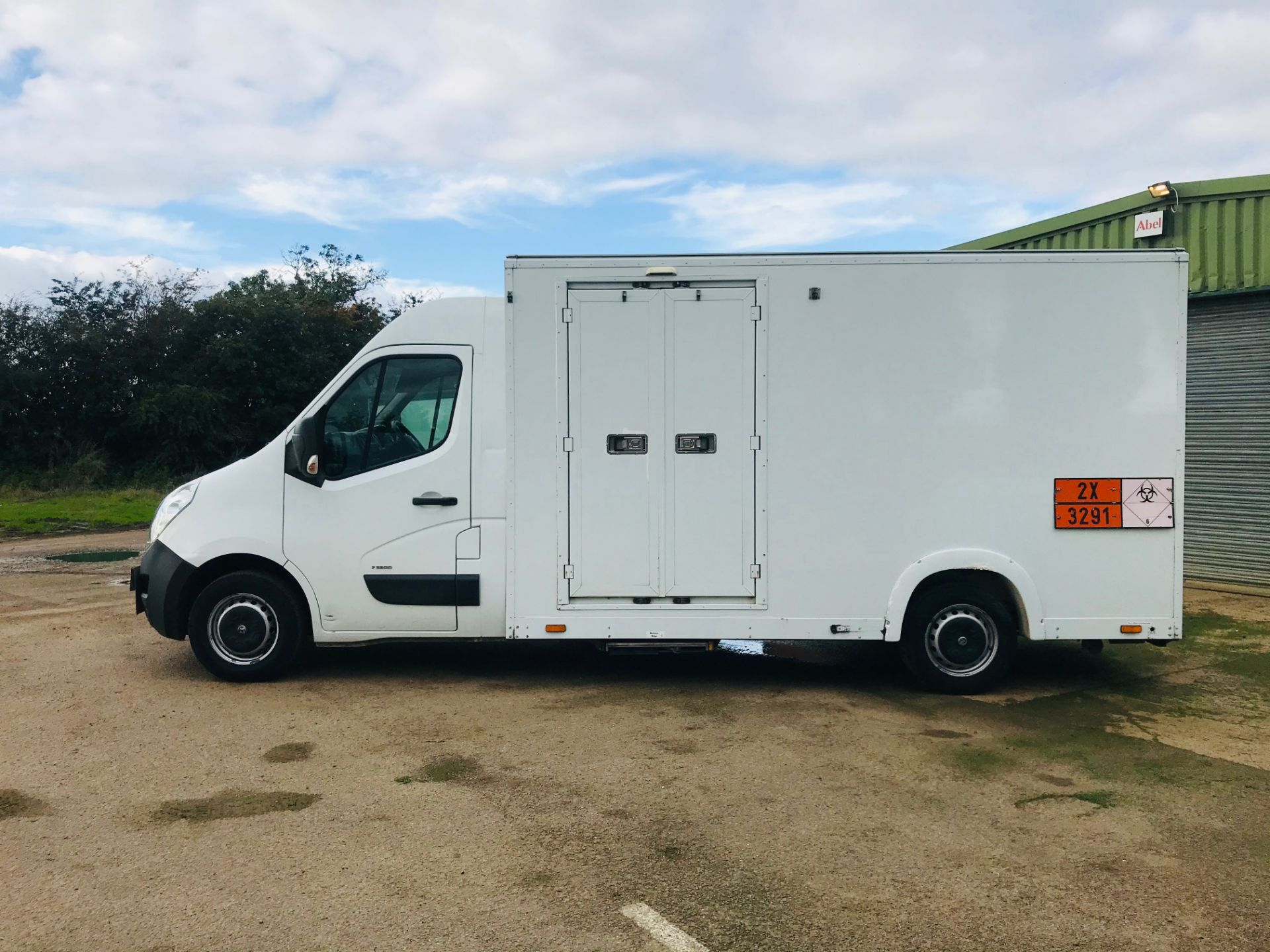 Lot 18 - RENAULT MASTER 2.3CDTI (136) 6 SPEED - LOW LOADER - LWB - 1 KEEPER - START / STOP - 15 REG - LOOK!!