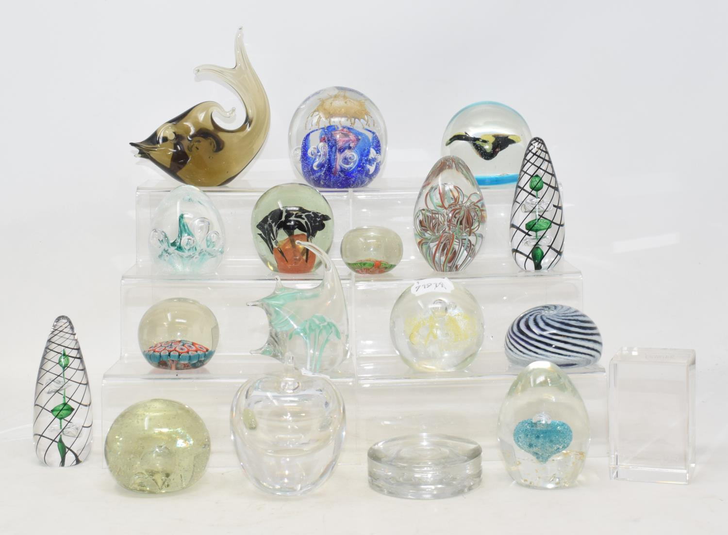 Lot 6 - A group of 17 assorted glass paperweights (17)