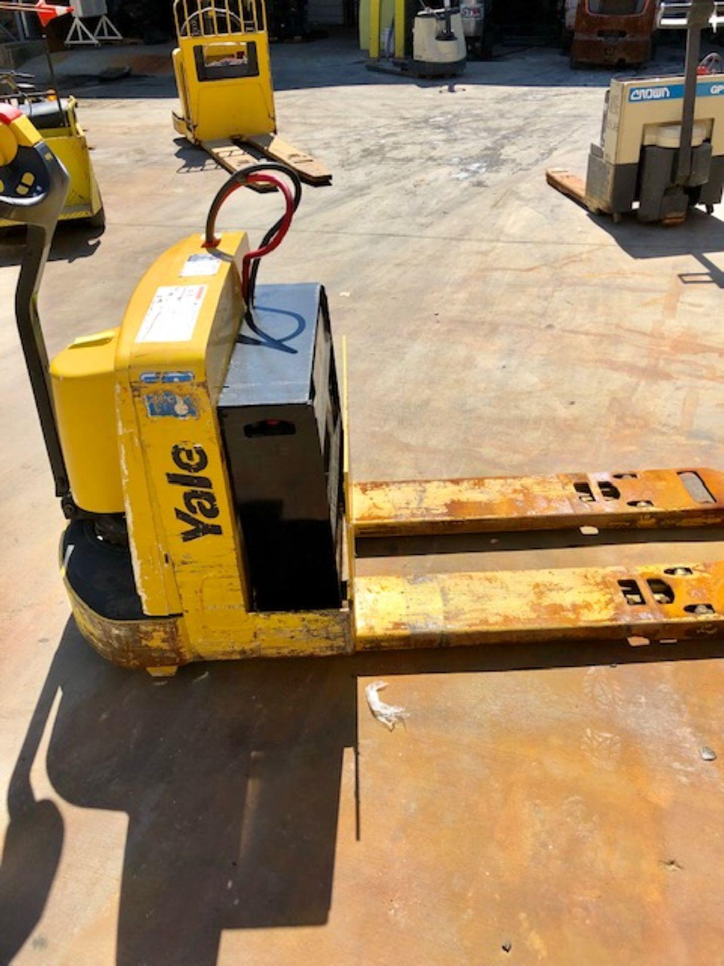 Lot 60 - Yale electric pallet jack/ forklift