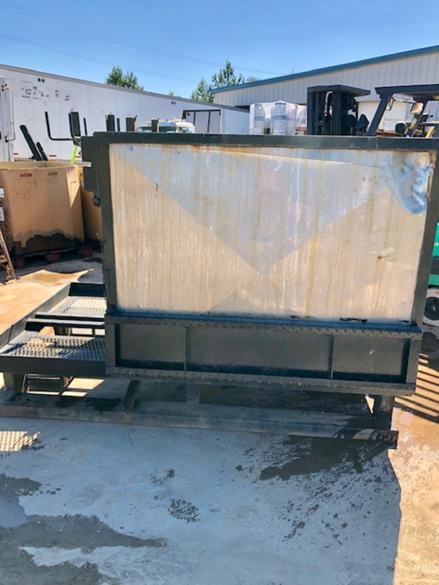 Lot 57 - Battery Wash station/ forklift