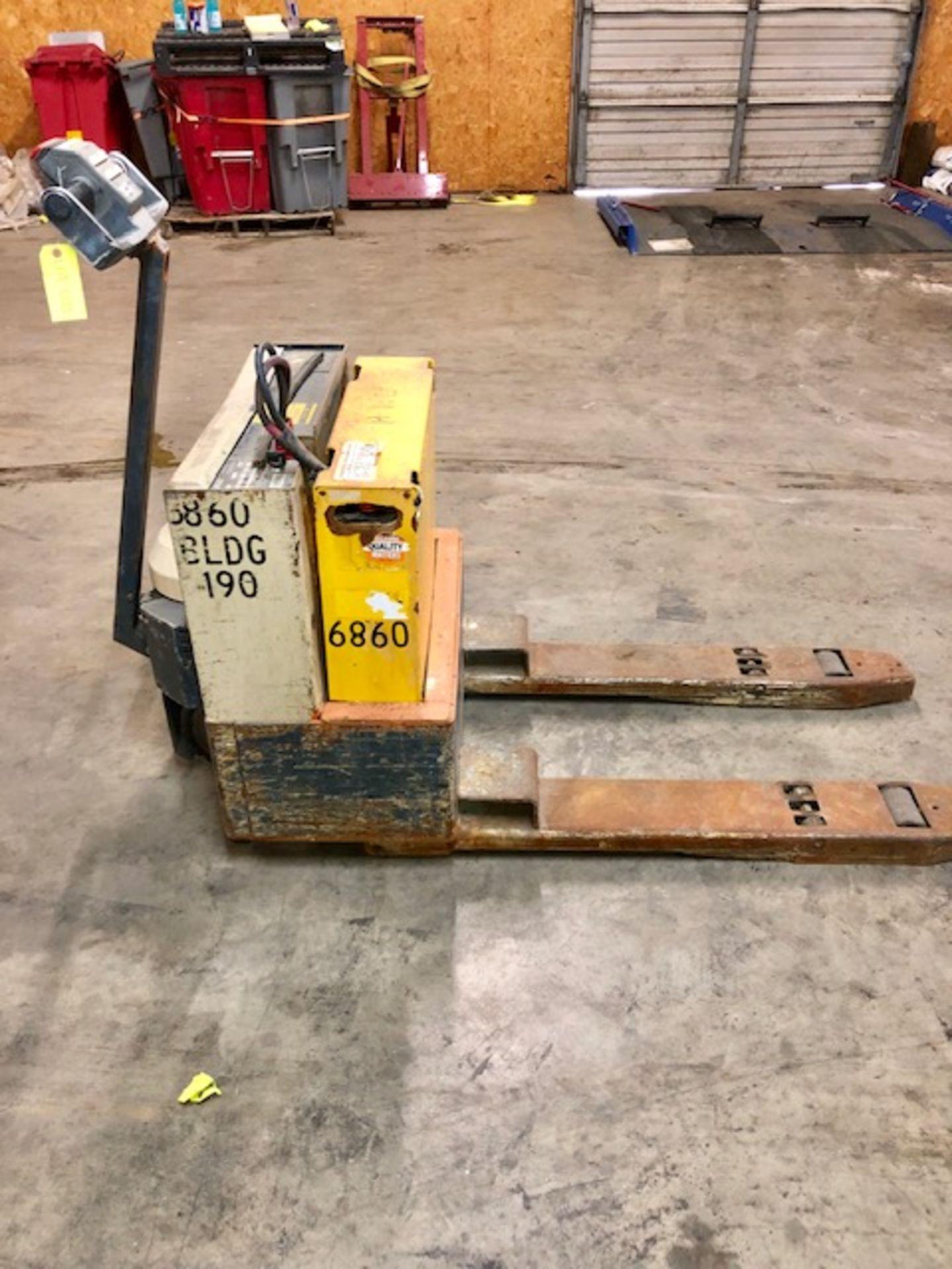 Lot 33 - Crown Electric Pallet Jack/ forklift