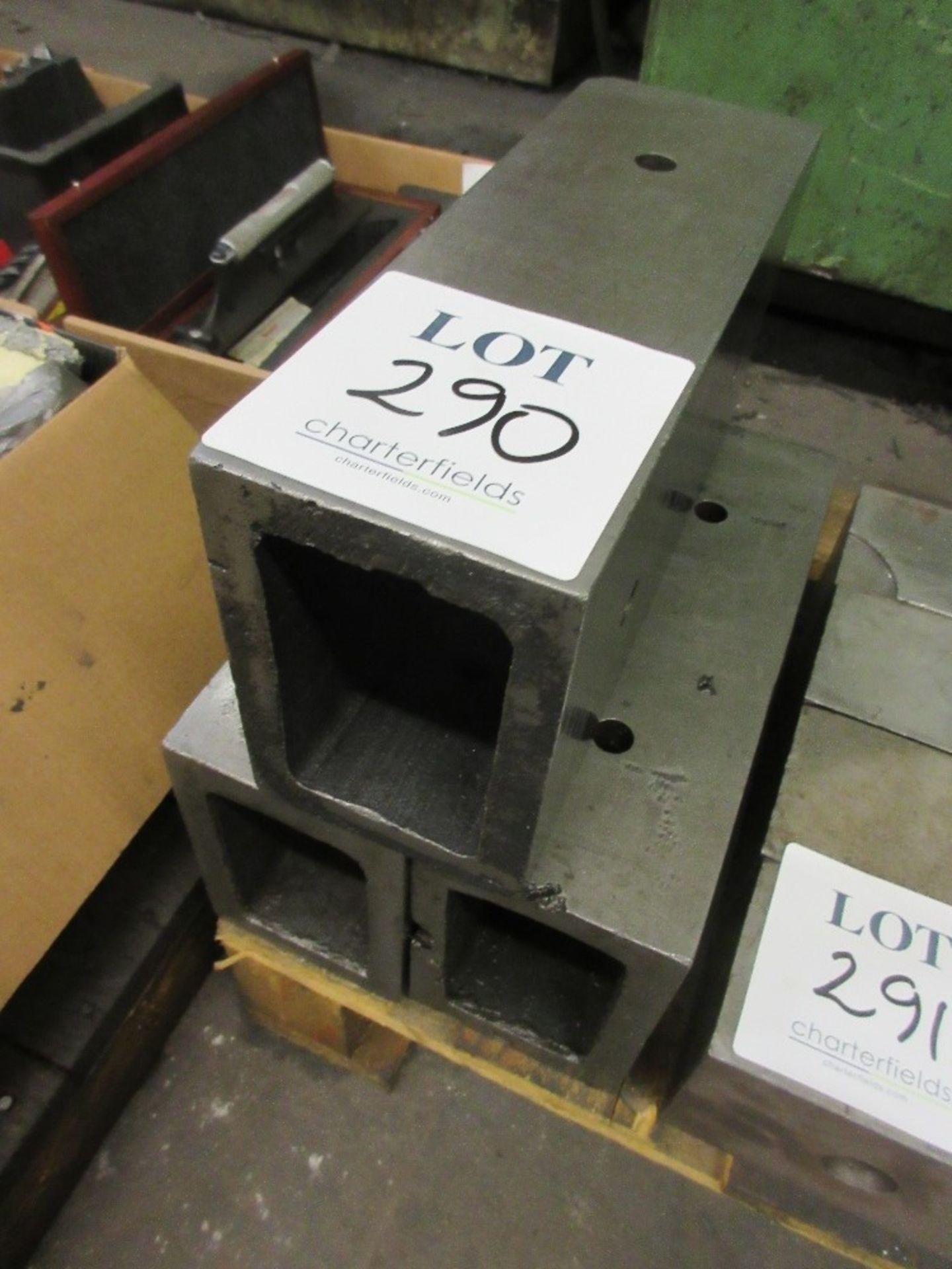 Lot 290 - 3 - mounting blocks