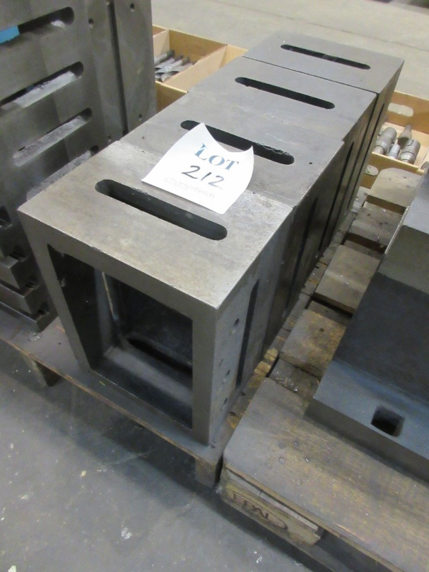 Lot 212 - 4 - slotted blocks