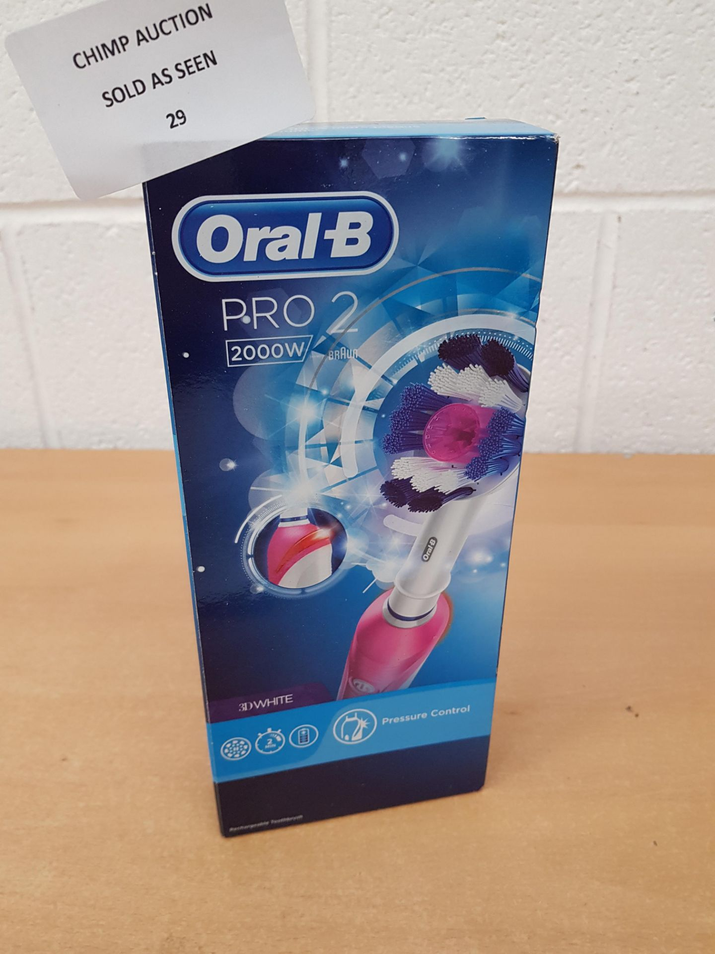 Lot 29 - Oral-B Pro 2 2000 Cross 3D Action Electric Rechargeable Toothbrush