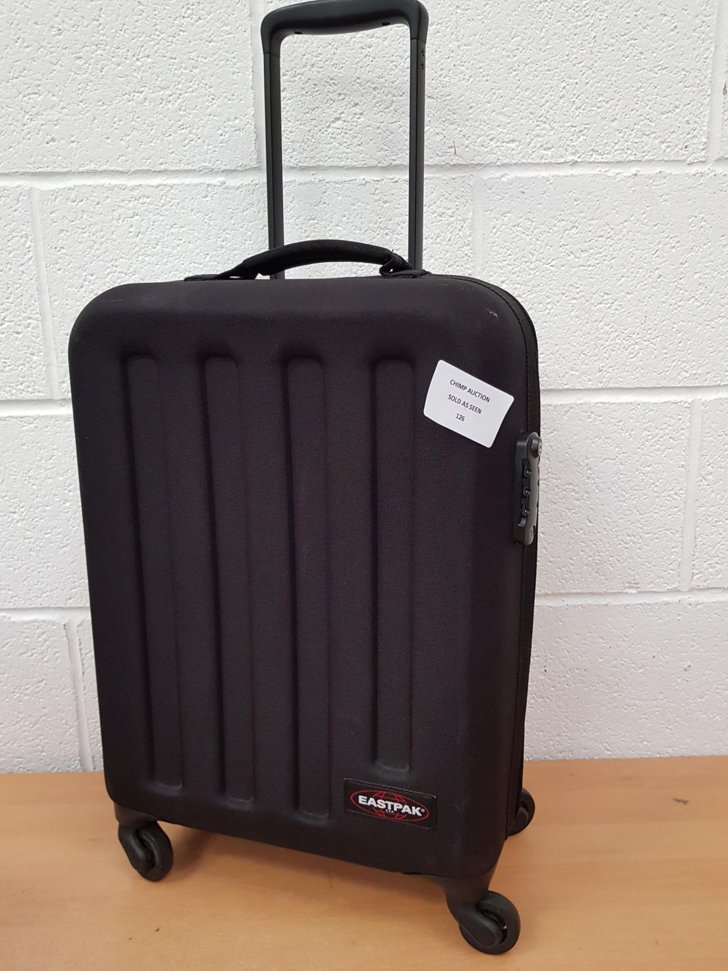 Lotto 126 - EastPak Travel Luggage Bag