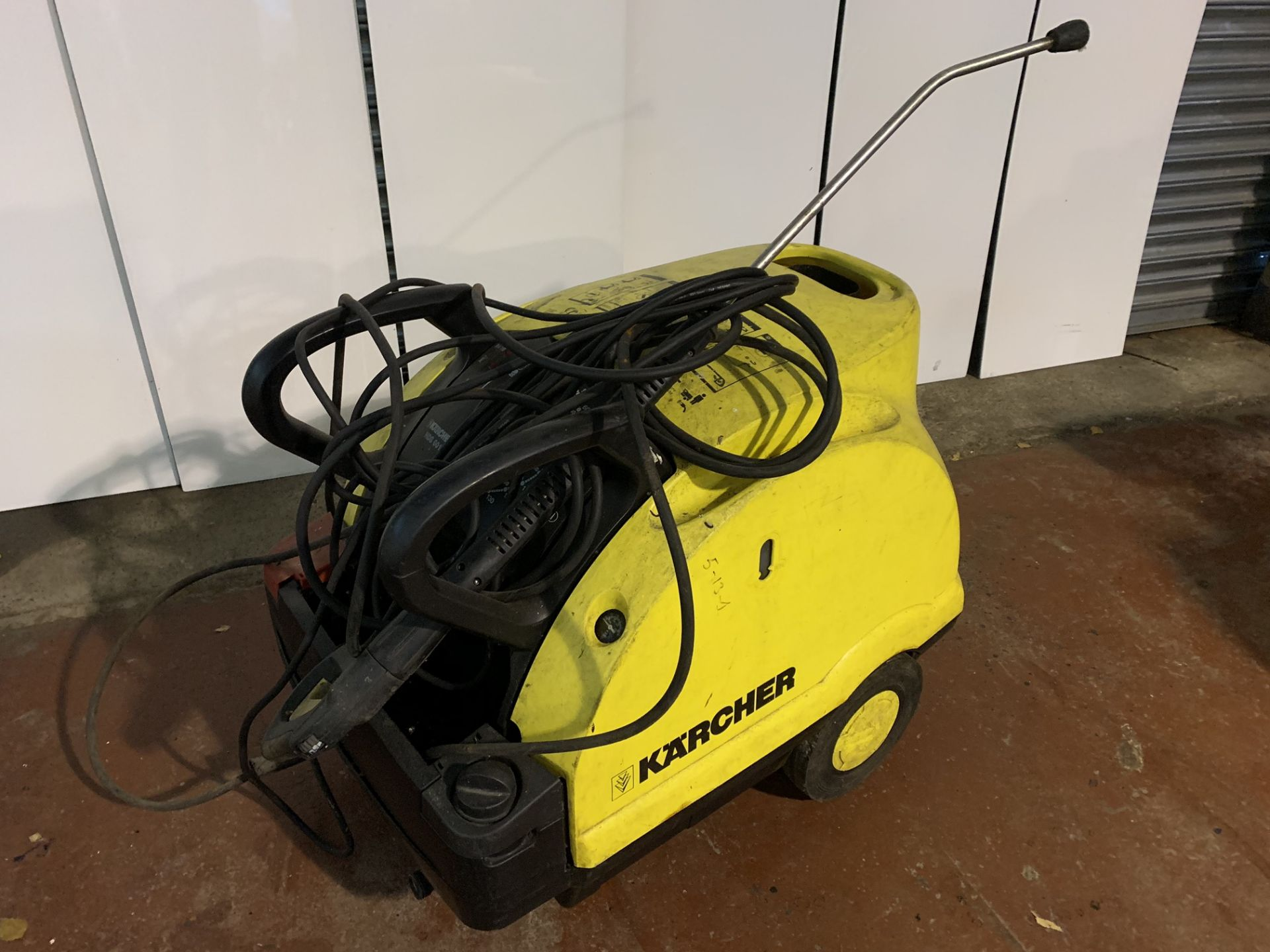 Lot 4 - KARCHER HDS 601C STEAM CLEANER