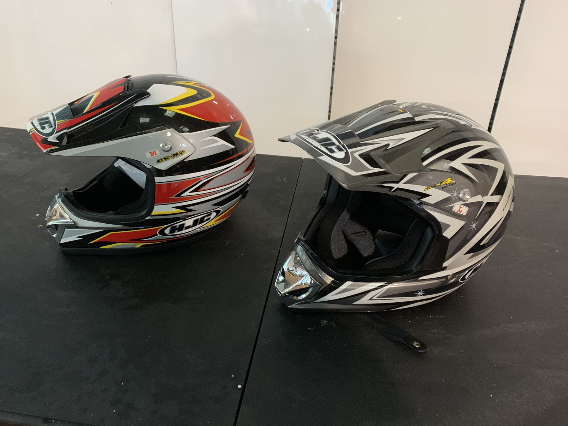 Lot 18 - 1 X MED CS-X2 & LARGE CL-X4 CRASH HELMETS