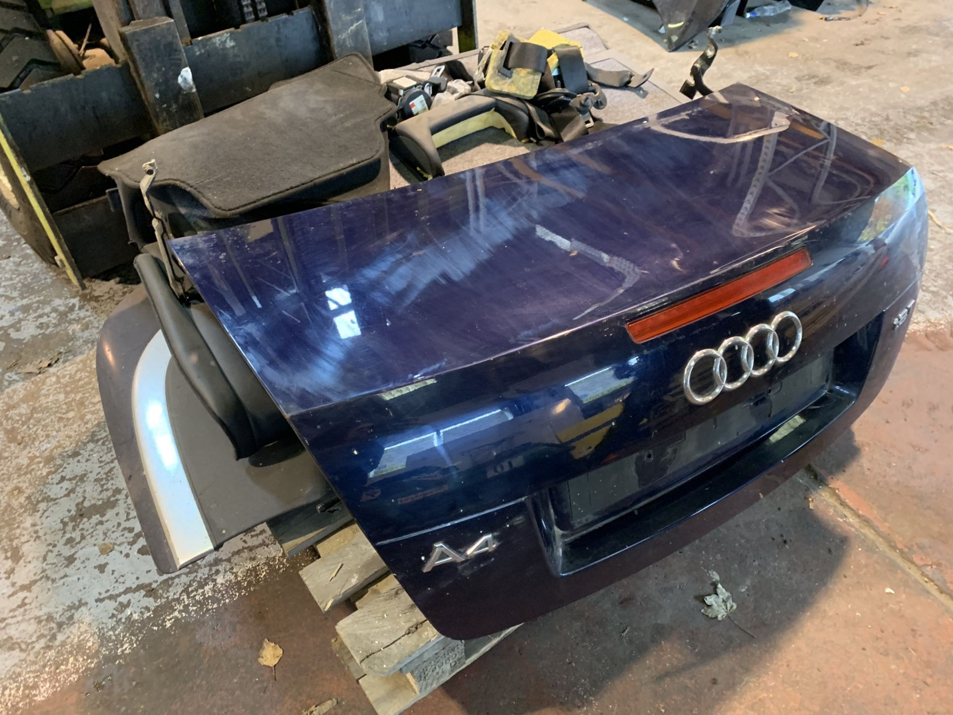 Lot 41 - AUDI A4 CONVERTIBLE PARTS IN BOOT, REAR SEATS & CONVERTIBLE FLAP PAD