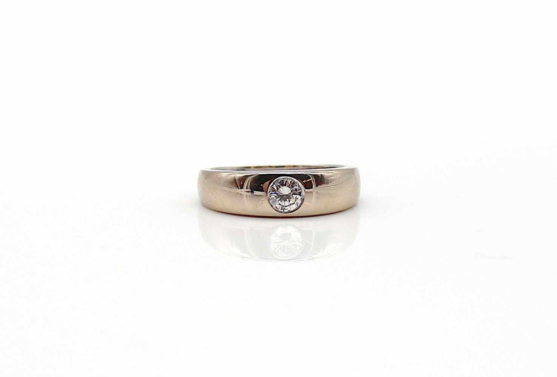 Los 35 - Ring 750 Gold Weißgold 1 Brillant ca. 0,35 ct, mittlerer Reinheits- u. Farbgrad 9 g, Gr. 56