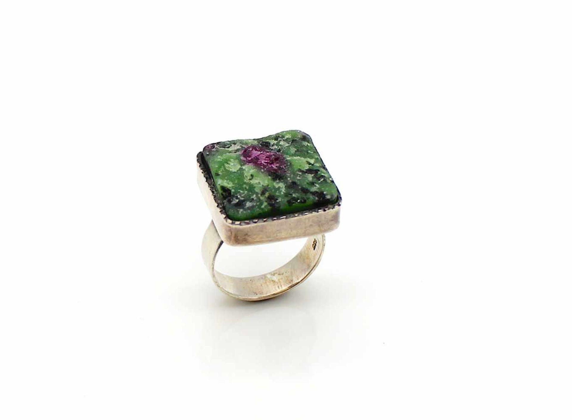 Los 28 - Ring 835 Silber mit einem Rubin im Muttergestein, Gr. 56